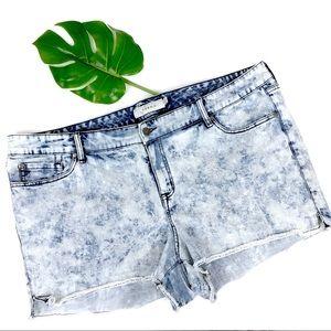 TORRID | Skinny Short Shorts Light Acid Wash EUC